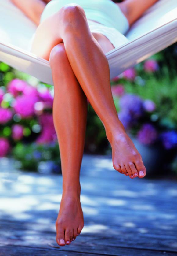 hvide pletter på benene