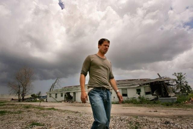 Når Brad Pitt ikke hælder kropsrens på flaske for Kiehl's sælger han bæreposer i Magasin