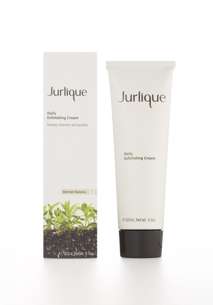 Jurlique's øko-bud på rens & eksfoliering i ét lægger op til dagligt brug, fordi sammensætningen er anderledes (havreklid og mælkesyre står for eksfolieringen)