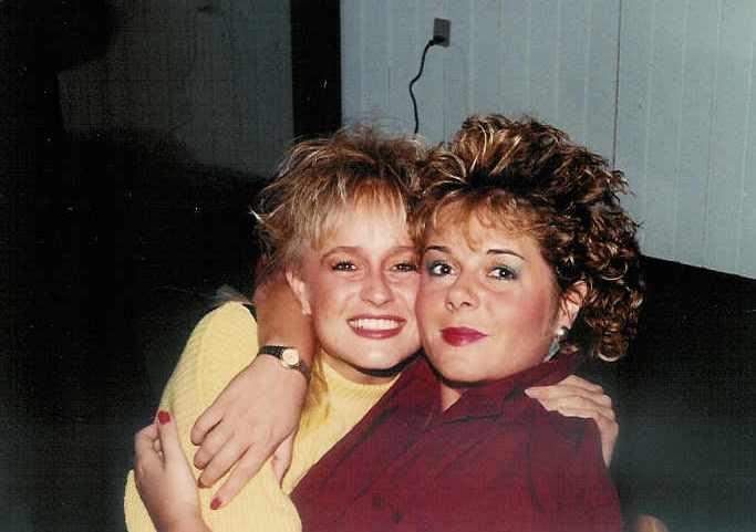 1000 tak til Karen (til højre) for et top tunet 80'er look