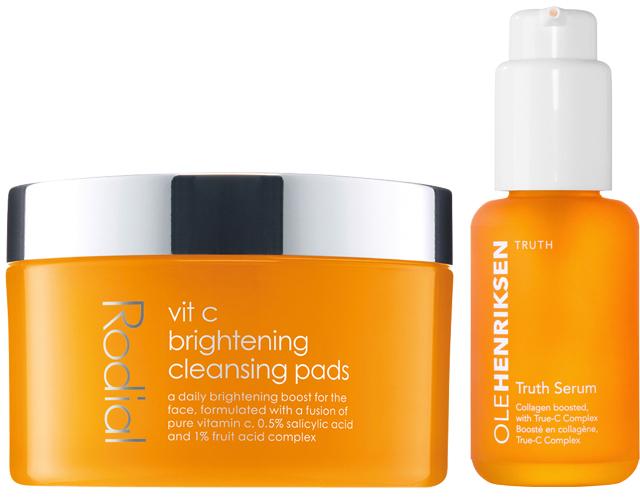 Et dagligt boost til ansigtet til lysner huden Vit C Brightening Cleansing Pads giver din hud en smuk glød og forfiner hudens overflade. Disse lette, lysnende Cleansing Pads forvandler din hud en blanding af Vitamin C, lysner kedelig/trist hud, 1% Frugtsyrer eksfolierer og forynger huden og 0,5% Salicylsyre opstrammer porerne og gør huden mere fast. Anvendelse Brug to gange dagligt, morgen og aften. Før en Cleansing Pad hen over hele dit ansigt. En innovation inden for hudpleje 595,-